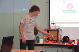 2017-06-07 - 30 - 3D printing demo HCC!Noord-Limburg